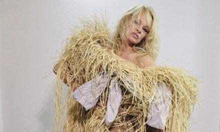 Pamela Anderson е новото рекламно лице на колекцията на Vivienne Westwood