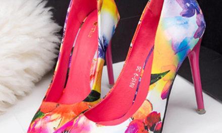 Аксесоар за месец април обувките на високи токчета с принтове