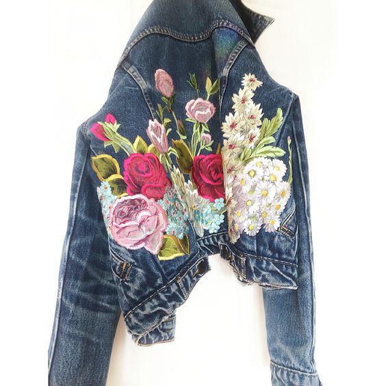 Цветя и по дънковите якета за тази пролет