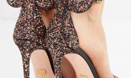 Обувки на високи токчета като Mickey Mouse