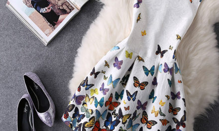 Няколко начина как да носим рокли и блузи на цветя