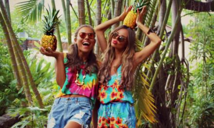 Носете много тропически мотиви за това лято