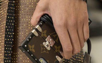 Блогърите полудяха по мобилен калъф на Louis Vuitton