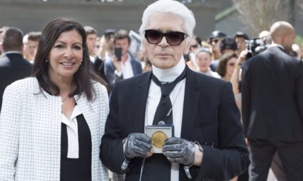 Karl Lagerfeld с почетен медал