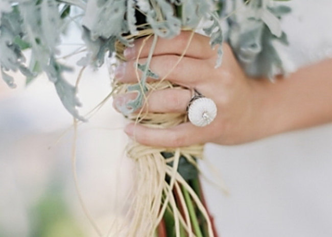 007-beach-wedding-accessories-on-southboundbride