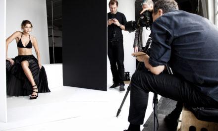 Stuart Weitzman с уникална рекламна кампания