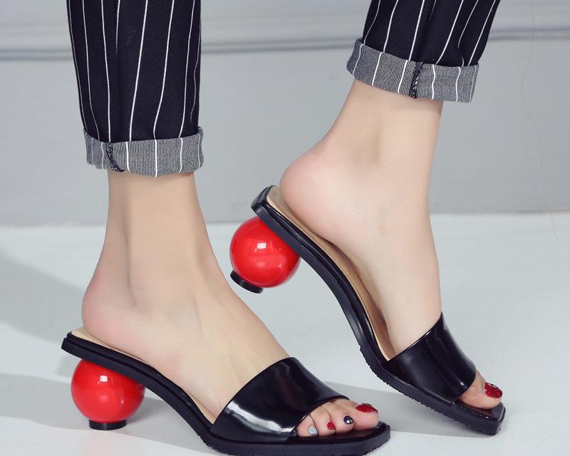 За тази пролет носете обувки с нестандартни токове