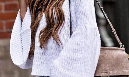 За тази пролет една от най – любимите комбинации остава T-shirt, блузи и деним