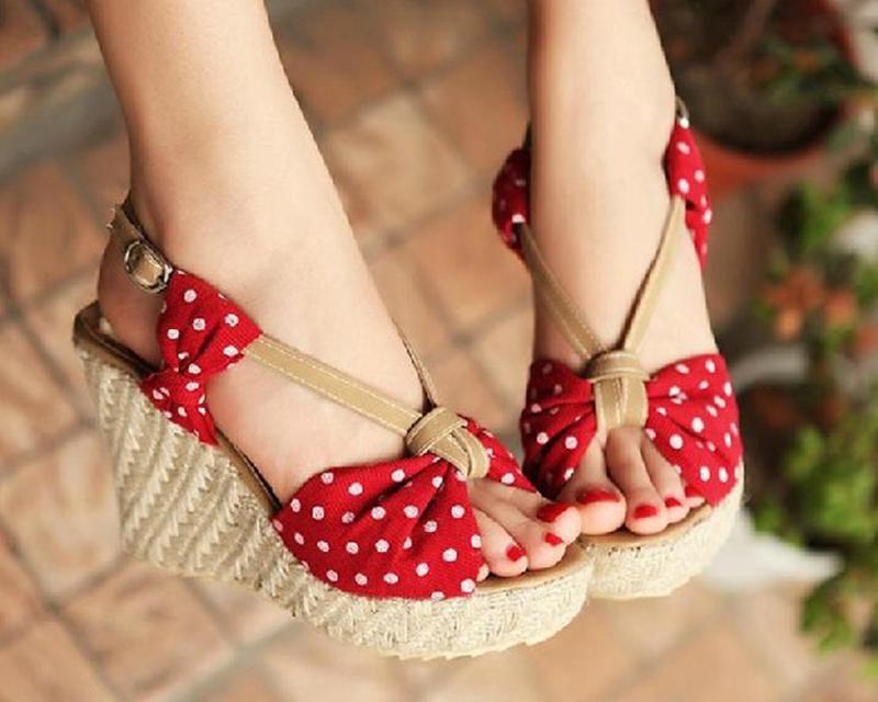 Красиви чехли и сандали на платформи за това лято