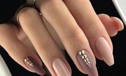 Красиви нокти за месец април