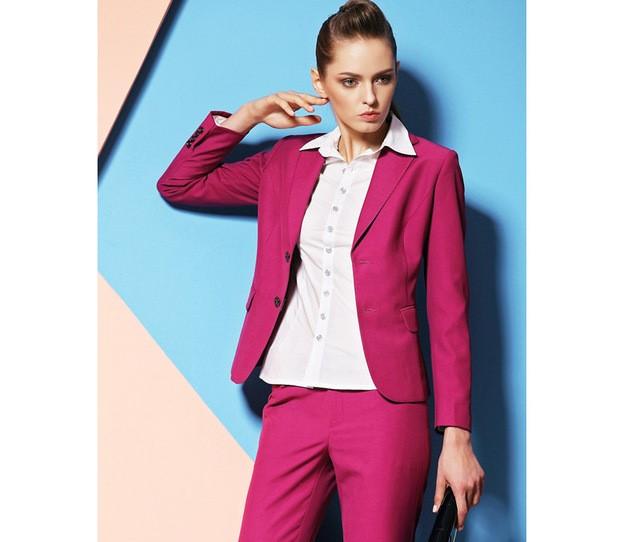 Розовите костюми са тренд за сезона