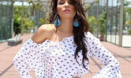 Блузите с големи ръкави са много модерни