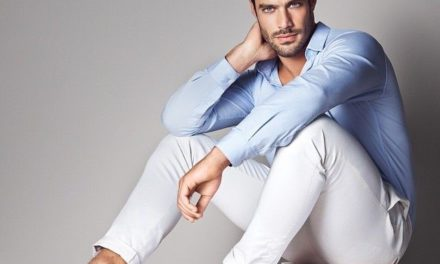 Тренд в мъжката мода за това лято са белите дънки