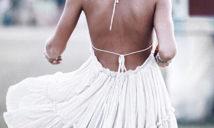 Бялата рокля е много модерна това лято