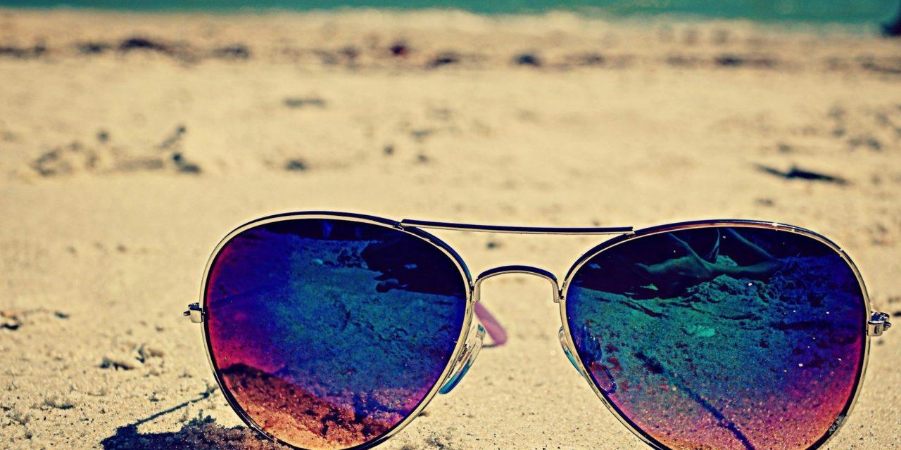 Аксесоар за месец юни – слънчевите очила