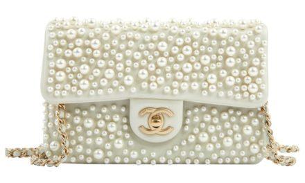 Носете перлени чанти това лято