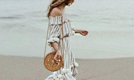 Най – модерният тренд за сезона е дълга разкроена рокля и чанта от ратан
