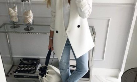 Бъдете стилни и в офиса с белите дълги сака