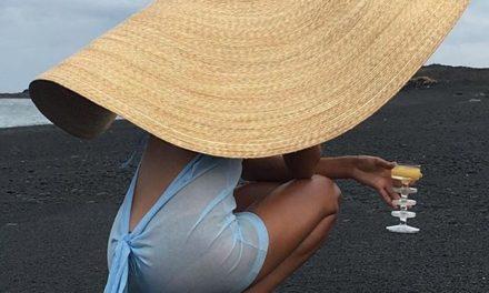 Тази шапка ни очарова на Jacquemus – най – впечатляващия аксесоар на това лято
