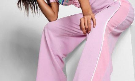 Широките дълги панталони са също много модерни това лято
