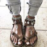 За това лято носете сандали с цвят на шоколад