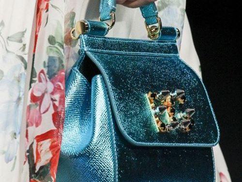 За този месец септември си сменете чантата в тъмно син цвят
