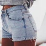 Късите панталонки от деним остават и за топлата есен