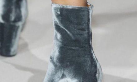 За тази зима носете ботуши в ледени цветове