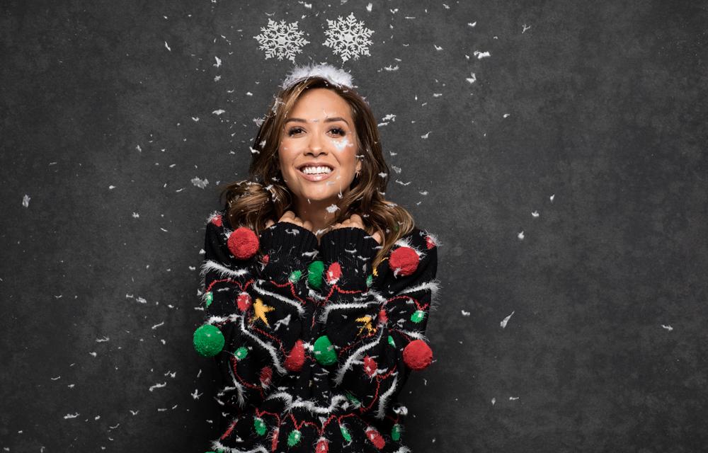 Купете си за Коледа модерен пуловер с празничен мотив