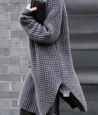 Широките пуловери са много модерни за тази зима